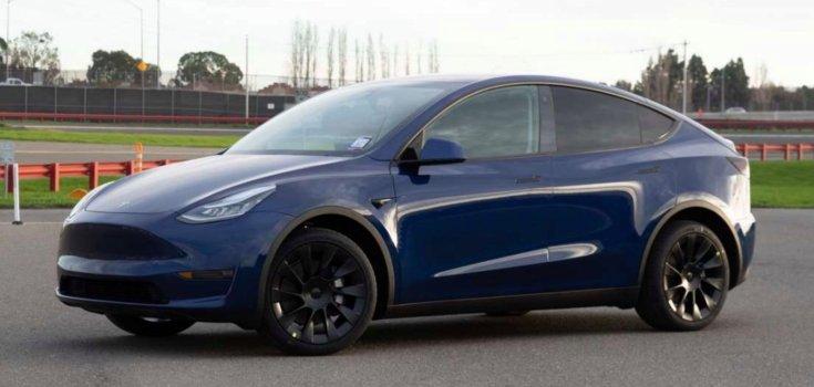 2020-as Tesla Model Y oldalról