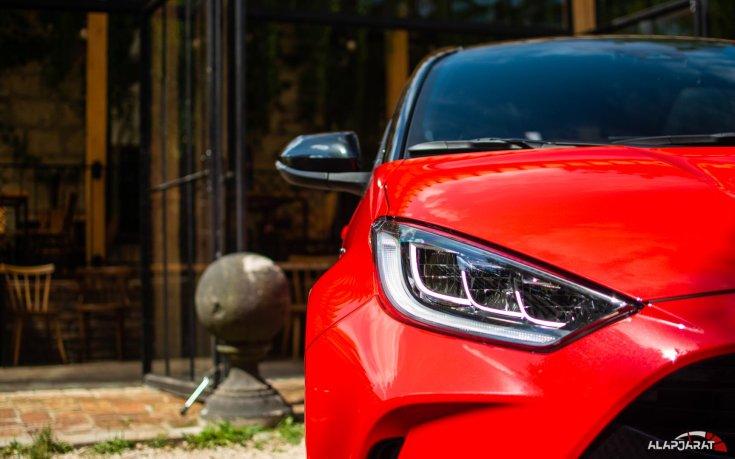2020-as Toyota Yaris Hibrid fényszóró