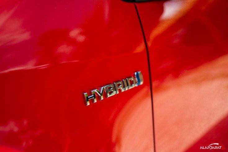 2020-as Toyota Yaris Hibrid embléma