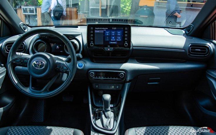 2020-as Toyota Yaris Hibrid műszerfala