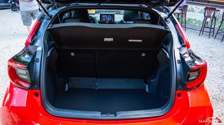 2020-as Toyota Yaris Hibrid csomagtér