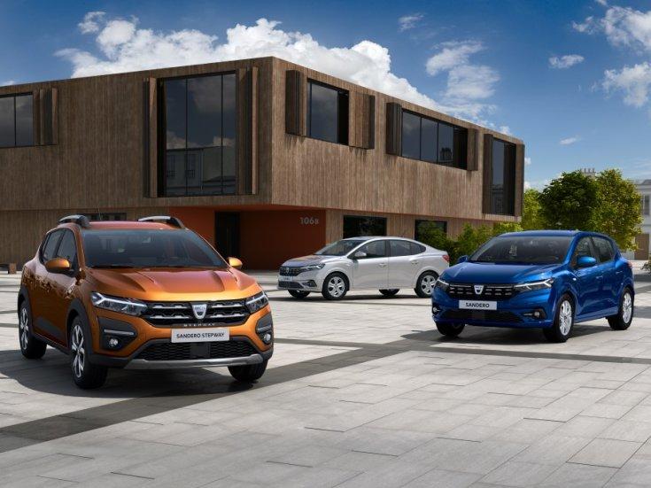 2021-es Dacia modellek városi térben
