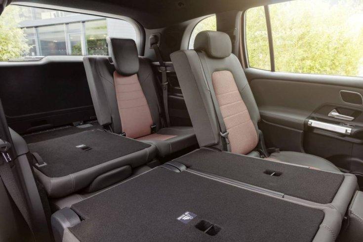 Mercedes EQB utastere, előredöntött ülésekkel