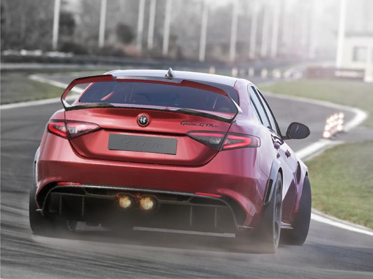2021 Alfa Romeo Giulia GTA, menet közben hátulról