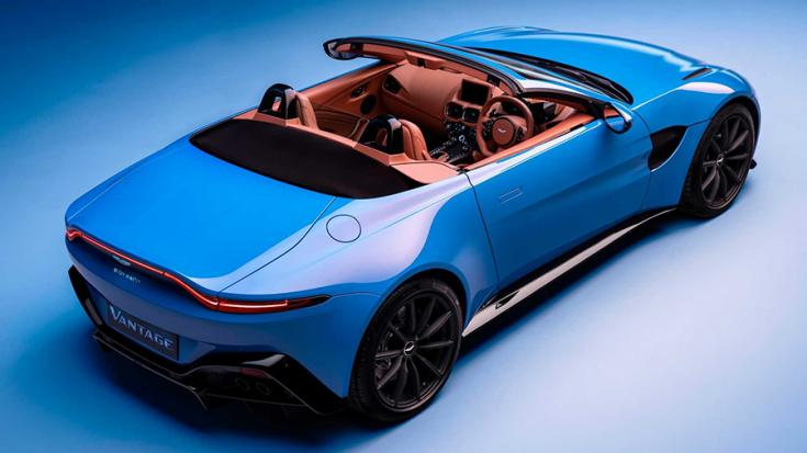 Az Aston Martin Vantage Roadster hátulról nyitott tetővel