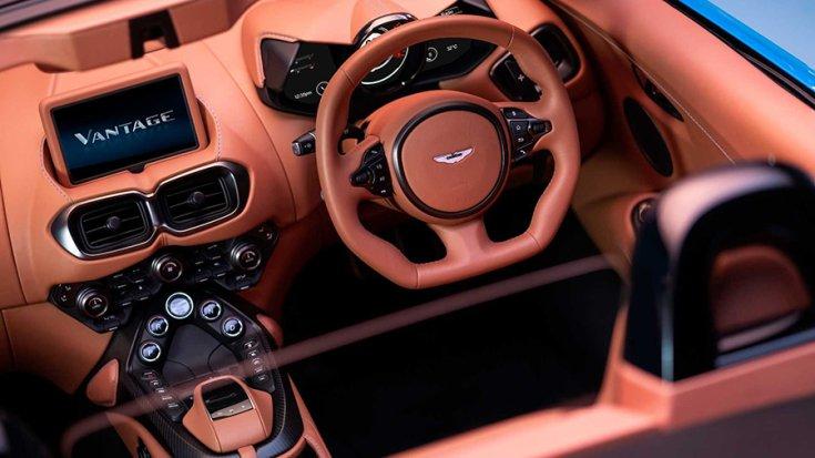 Az Aston Martin Vantage Roadster műszerfala