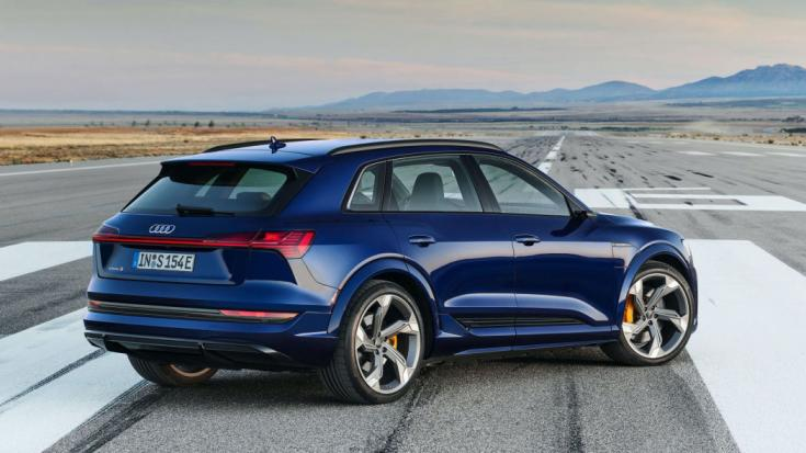 2021-es Audi e-tron S hátulról