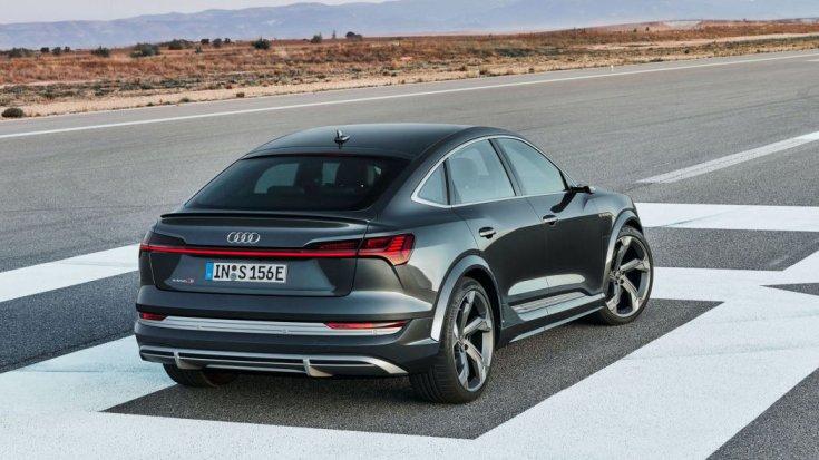 2021-es Audi e-tron Sportback S hátulról