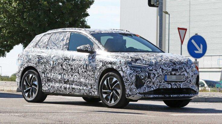 2021-es Audi Q4 e-tron kémfotó elölről