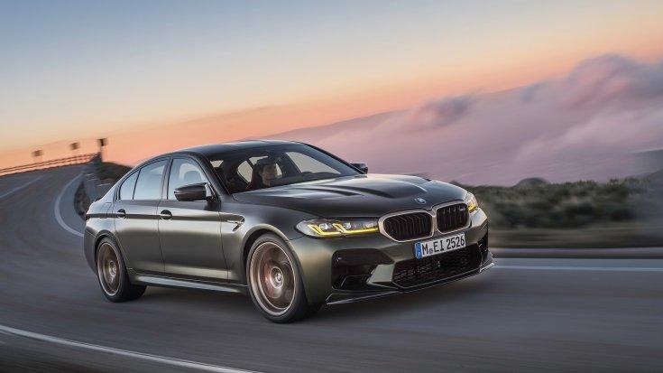 BMW M5 CS szemből, menet közben
