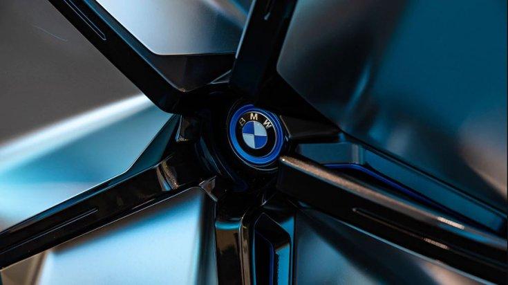BMW Vision iNext a Los Angelesi Autószalonon könnyűfémfelni közelnézet
