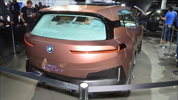 BMW Vision iNext a Los Angelesi Autószalonon hátulról