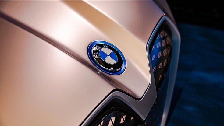 BMW Vision iNext a Los Angelesi Autószalonon közeli fotón az orrészről