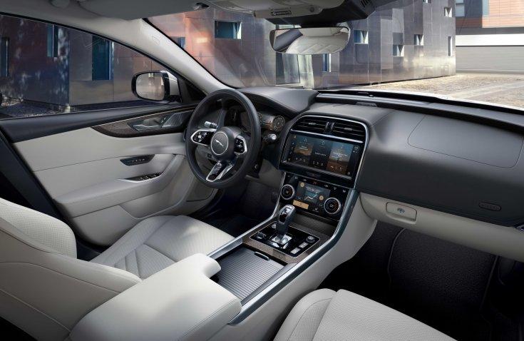 Jaguar XE modell belső tere