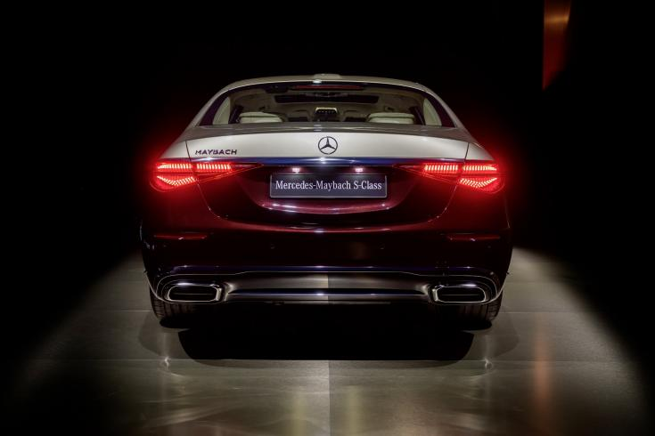 Új 2021-es Mercedes-Maybach S-osztály hátulról