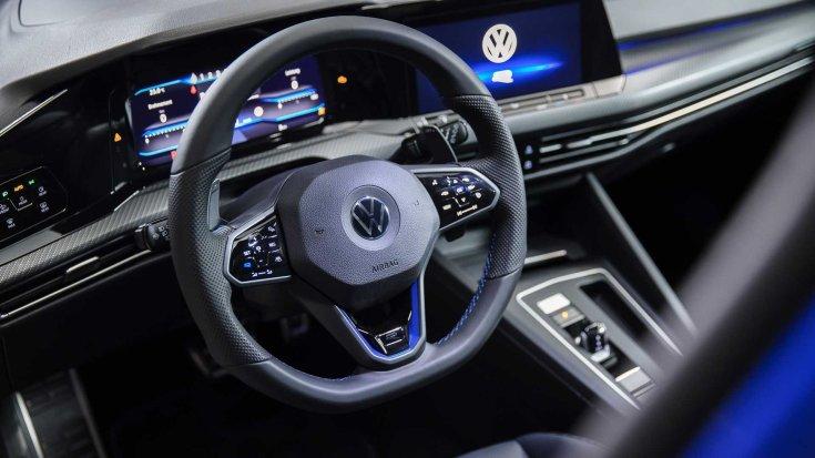 2022-es Volkswagen Golf R kormánya és műszerfala