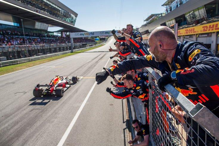 Max Verstappen az Red Bull Ring célegyenesében