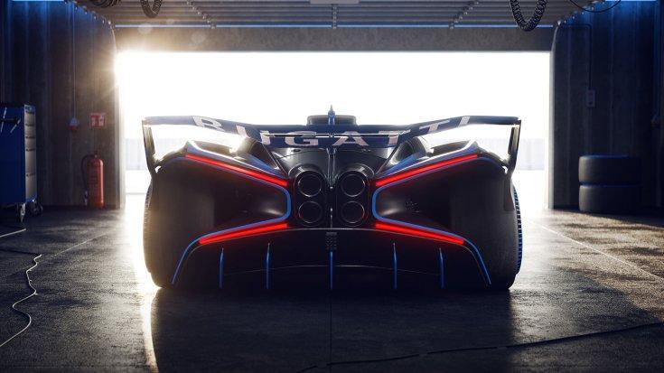 Bugatti Bolide hiperautó egy garázsban hátulról