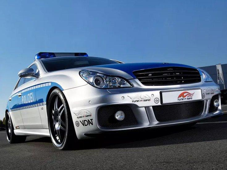 Brabus Mercedes rendőrautó