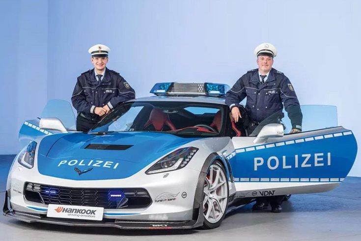 Chevrolet Corvette rendőrautó