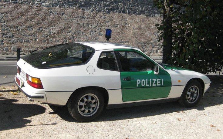 Porsche 924 rendőrautó