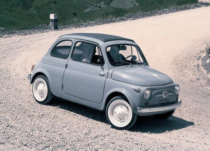 Fiat 600, murvás úton