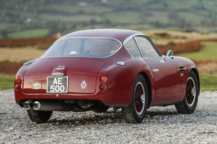 Aston Martin DB4 GT Zagato hátulról fotózva