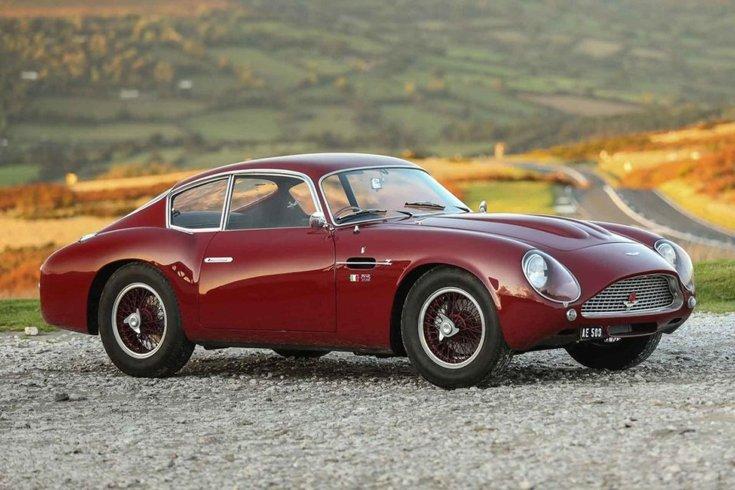 Aston Martin DB4 GT Zagato oldalról fotózva