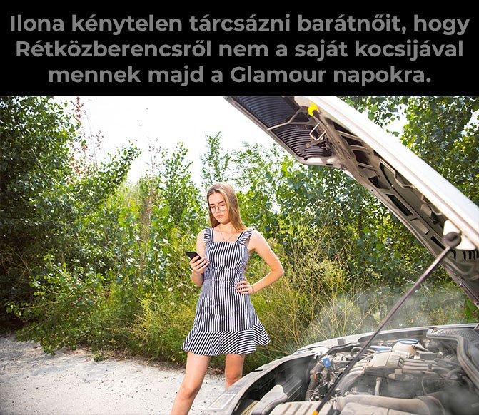 Nő felnyitott géptetejű autó mellett