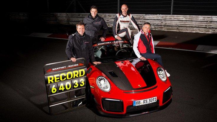 A csapat a 911 GT2 RS mellett