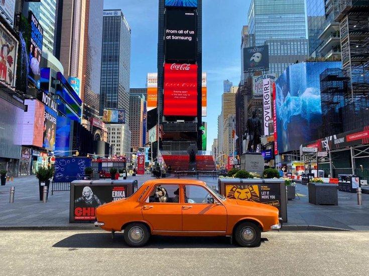 Narancssárga Dacia 1300 oldalról