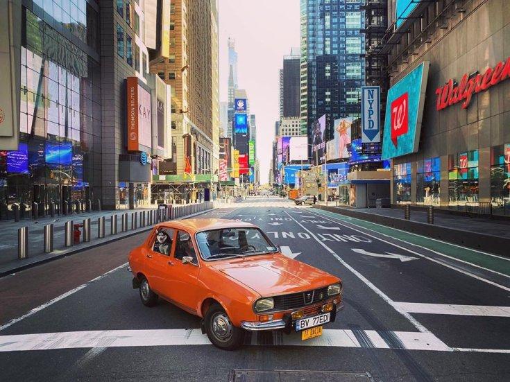 Narancssárga Dacia 1300 szemből