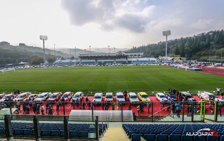 A San Marinó-i stadionba terelték az autókat