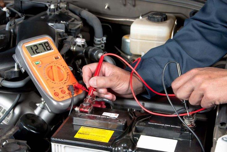 akkumulátor feszültségének mérése