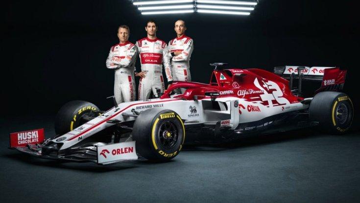 Az Alfa Romeo autóbemutatója az év elején az autóval és a pilótákkal