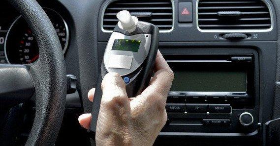 Alkoholszondás indításgátló az autóban