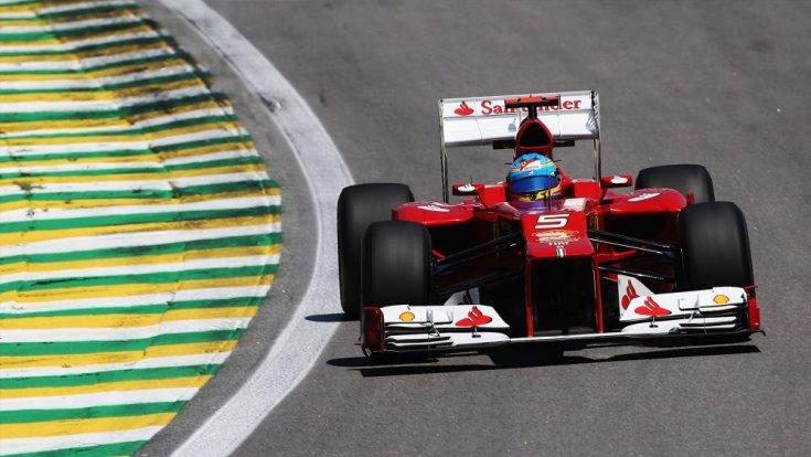 Fernando Alonso a 2012-es Ferrariban menet közben