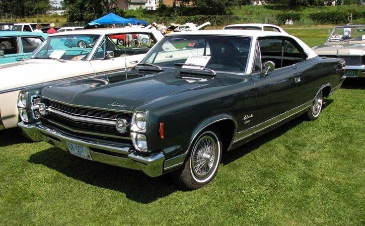 1968-as AMC Ambassador egy amerikai autó találkozón