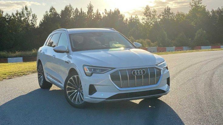 2019-es Audi e-tron szemből