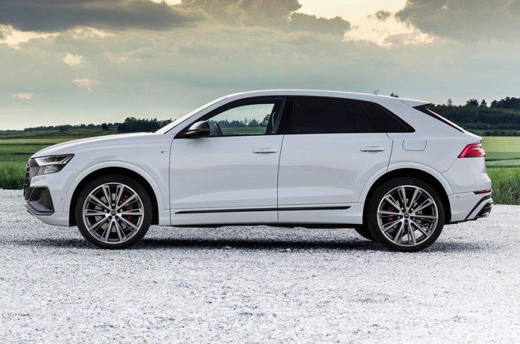 Audi Q8 Competiton 60 TFSIe oldalról