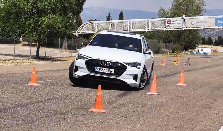 Audi e-tron elektromos autó teljesíti a jávorszarvas tesztet