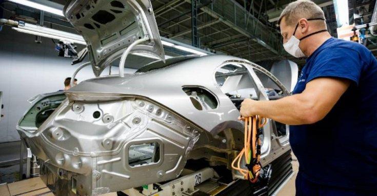 Autógyártás a Mercedes kecskeméti üzemében