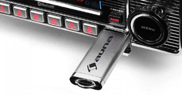 autórádió USB csatlakozóval, előlnézet, felülről