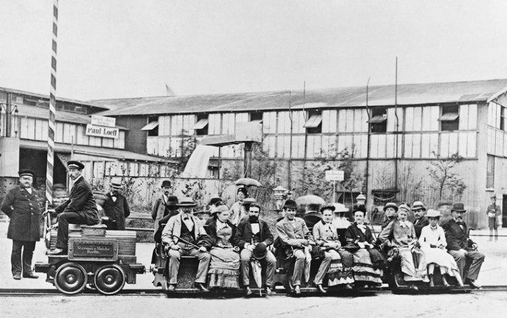 Az első Siemens elektromos mozdonnyal csapatják 1879-ben