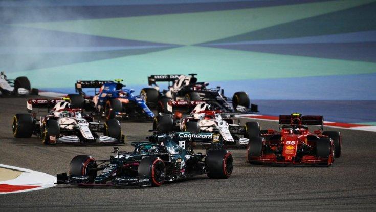 Forma-1-es verseny menet közben Bahreinben