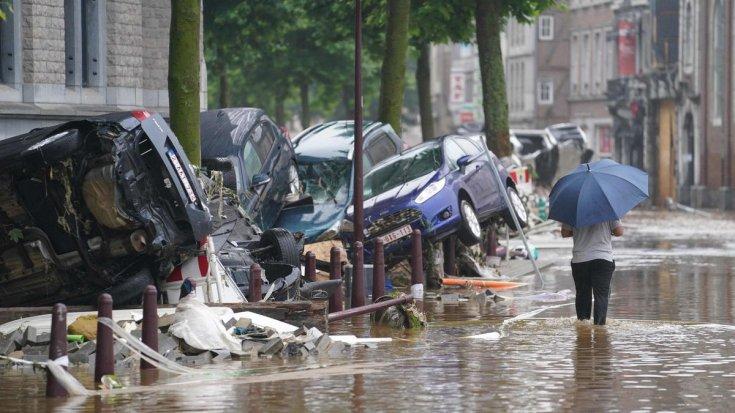 árvíz utáni utcakép