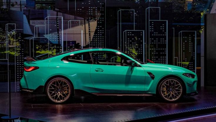 BMW M4 Competition oldalról