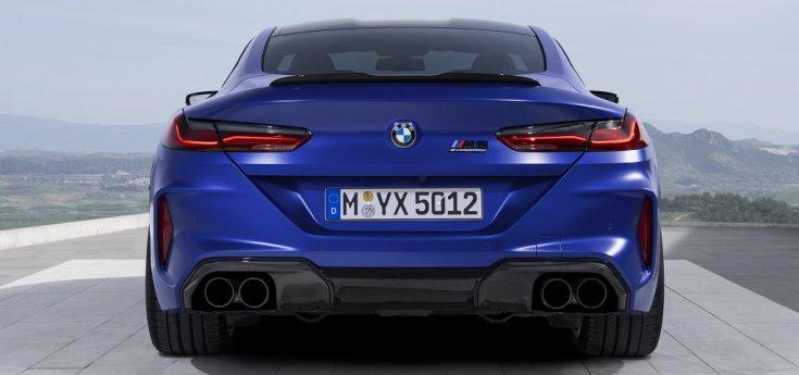 BMW M8 Competition hátulja
