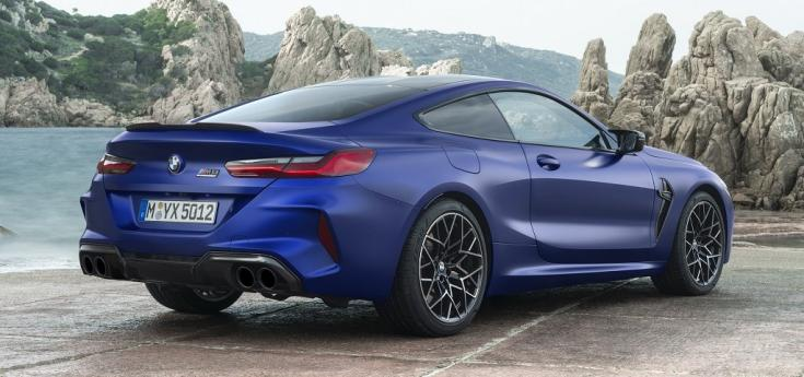 BMW M8 Competition oldalról