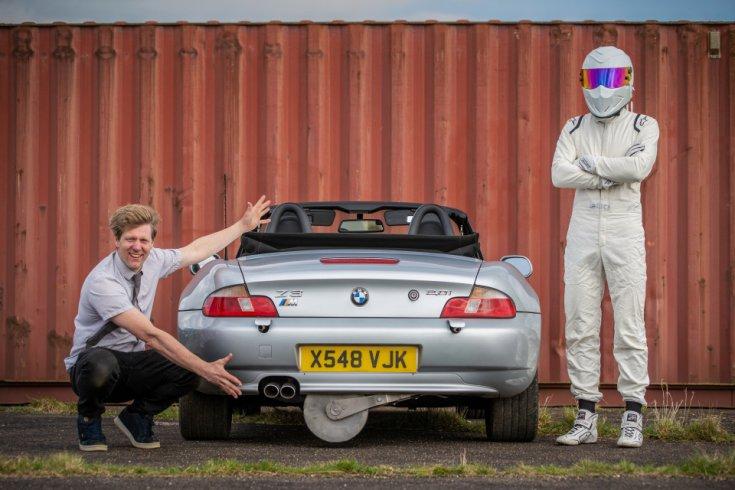 Colin Furze és Stig a speciálisan átalakított BMW Z3 mellett